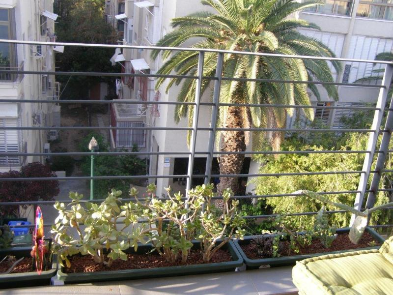Renovated 3BR, top location center TLV, terrasse,, holiday rental in Kefar Uriyya