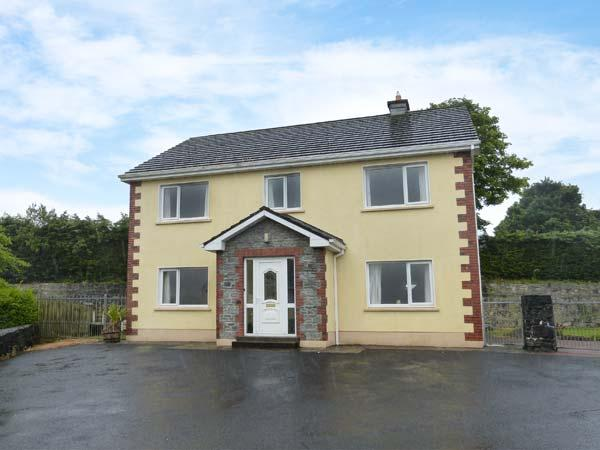 SKELLIG ARD, open fire, pet-friendly, ground floor bed and bath, in Clonbur, casa vacanza a Maam Cross