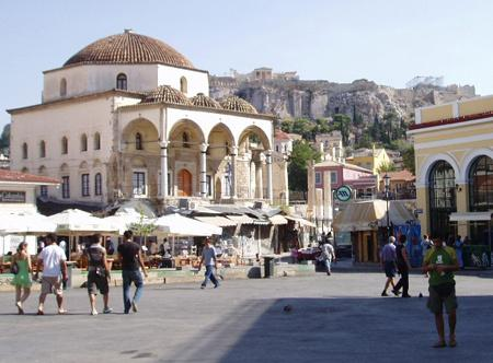 Monastiraki square and metro 5 minutes walk from the apartment!