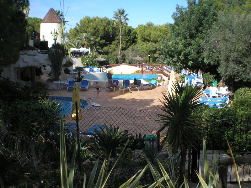 Los Molinos Pool Area