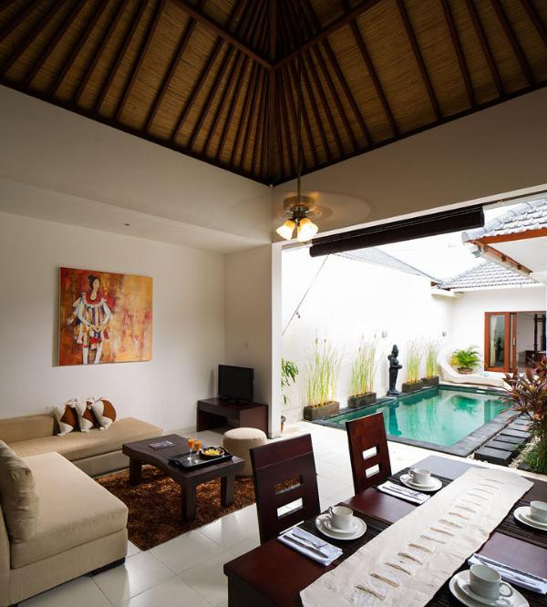 Pool, Living room and Dinning room
