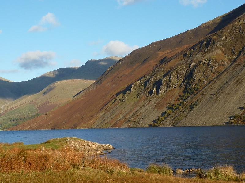 The lake and screes in autumn