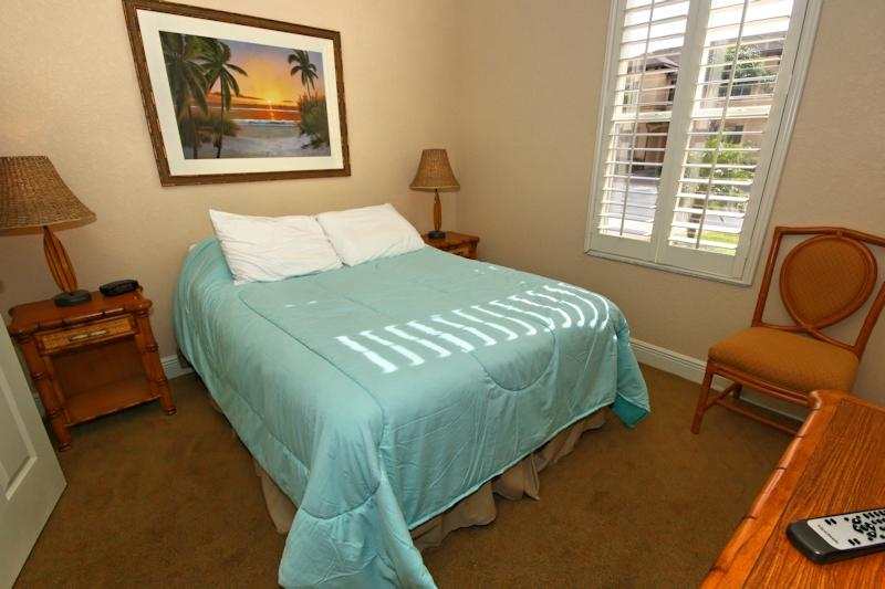 Quinn Villa - Double Bedroom downstairs with full ensuite and TV with Cable