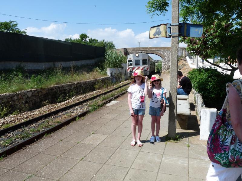 Coger el tren desde la estación Fuzeta a explorar más lejos, sólo un corto paseo.
