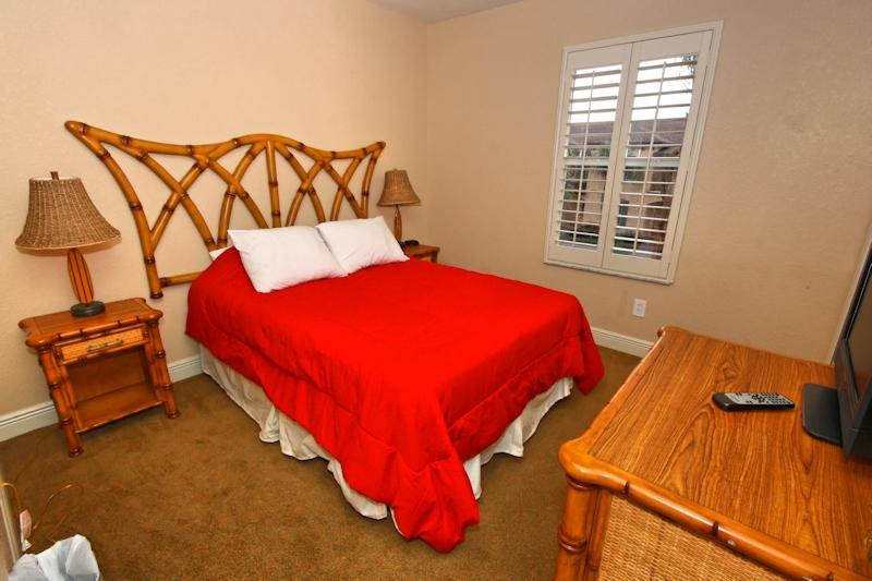 Quinn Villa - Double Bedroom with TV and Cable