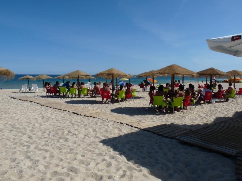Bar en la playa en la isla de Armona