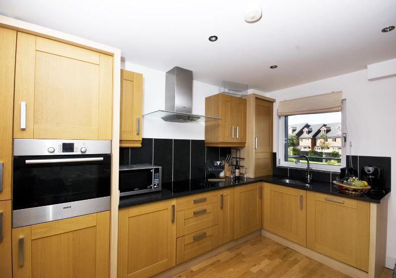 Küche / Esszimmer mit Platz für 8 Personen mit allen modernen Annehmlichkeiten ausgestattet
