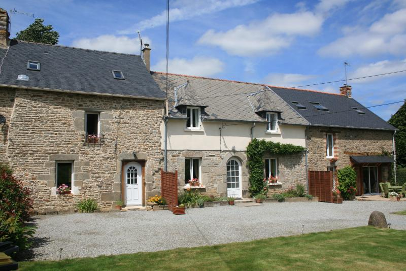 Maison Calon Lan - Maison Blanche is the middle property