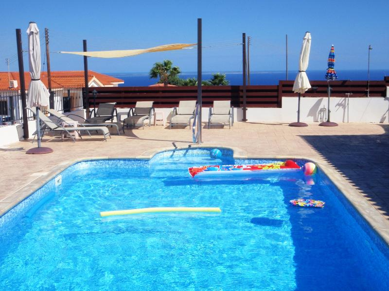 *TOP VIEW VILLA* HOT TUB -P/POOL-UK TV-PANORAMIC VIEWS-NOT OVERLOOKED-FREE WiFi., holiday rental in Pissouri