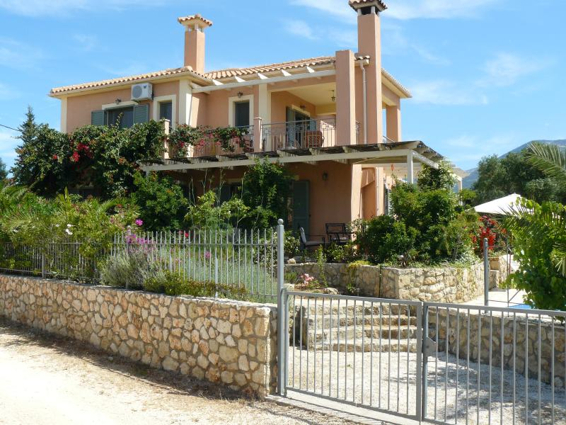 Villa Isadora with Lavender, Roses and Bougainvillea