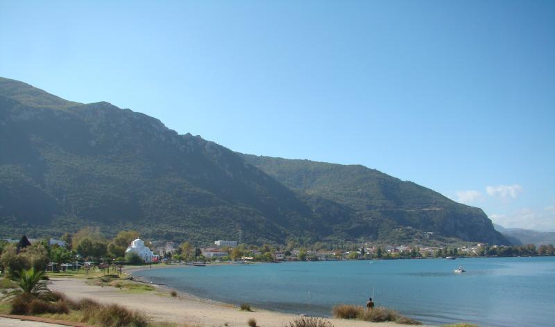 The organized beach of Kamena Vourla (2)