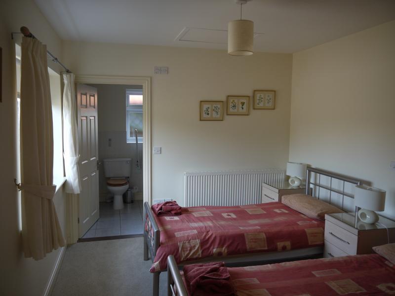Swallow Barn Twin Bedroom with ensuite bathroom