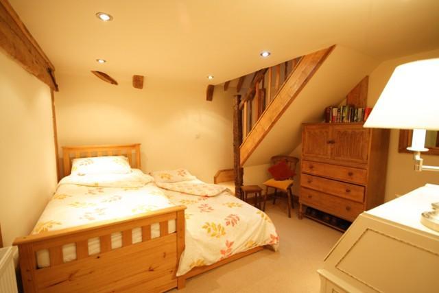 Familienzimmer 1. Stock ein zweites Bett zieht 2 schlafen und Treppen im Dachboden zu einem Schlafzimmer mit Doppelbett führen hinauf
