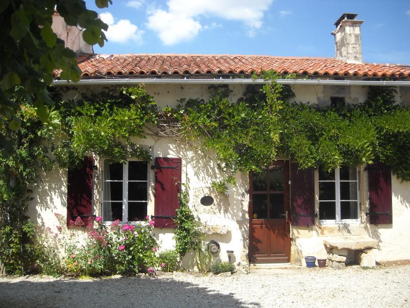 The Cottage, vacation rental in Sauze-Vaussais