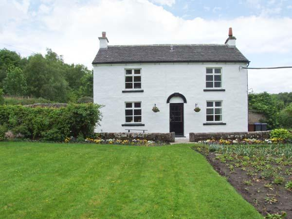 QUARRY HOUSE, woodburning stove, WiFi, feature beams, enclosed garden, Ref, holiday rental in Farley