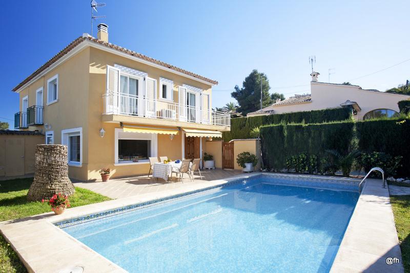 Villa a 700 m de la playa de arenal 'El Arenal', Wifi. A/A., vacation rental in Javea