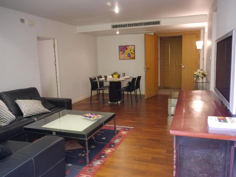 Best location - 2BR only 50 m. from BTS Ploenchit, holiday rental in Lat Yao