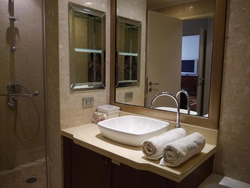 Salle de bain attenante à la Chambre des maîtres (2)