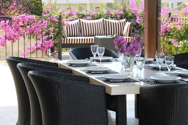Lazy lunch or dining under the stars in the shaded dining area