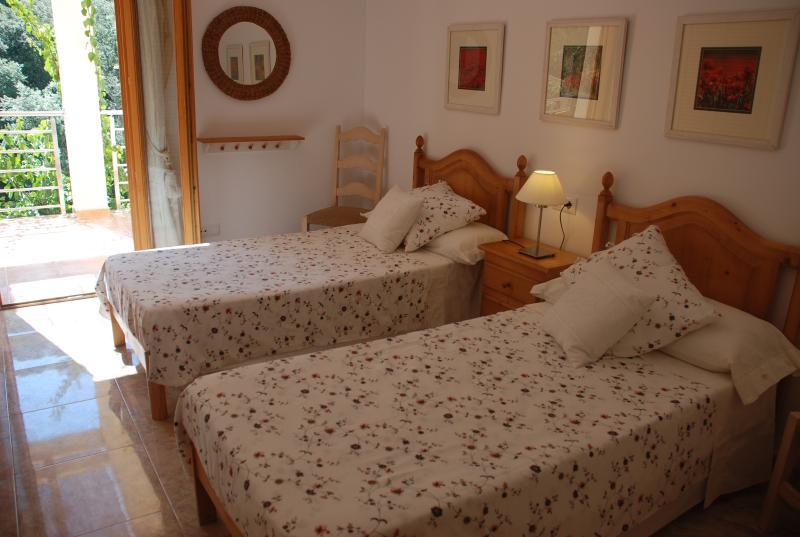 habitación doble con un ambiente relajante