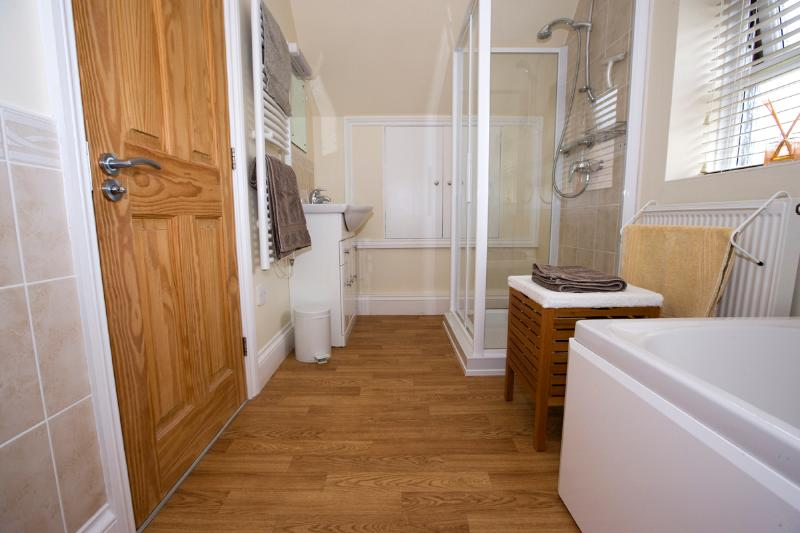 Spacious bathroom with separate shower cubicle and bath
