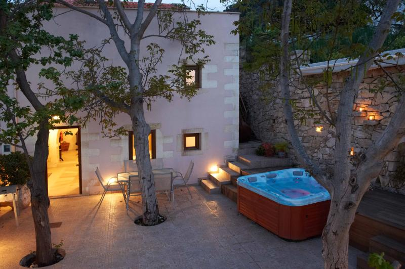Tree planting courtyard with jacuzzi,barbeque,deck chairs,table