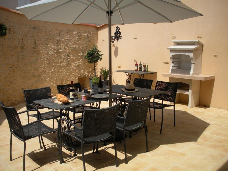Courtyard House, holiday rental in Sainte-Cecile