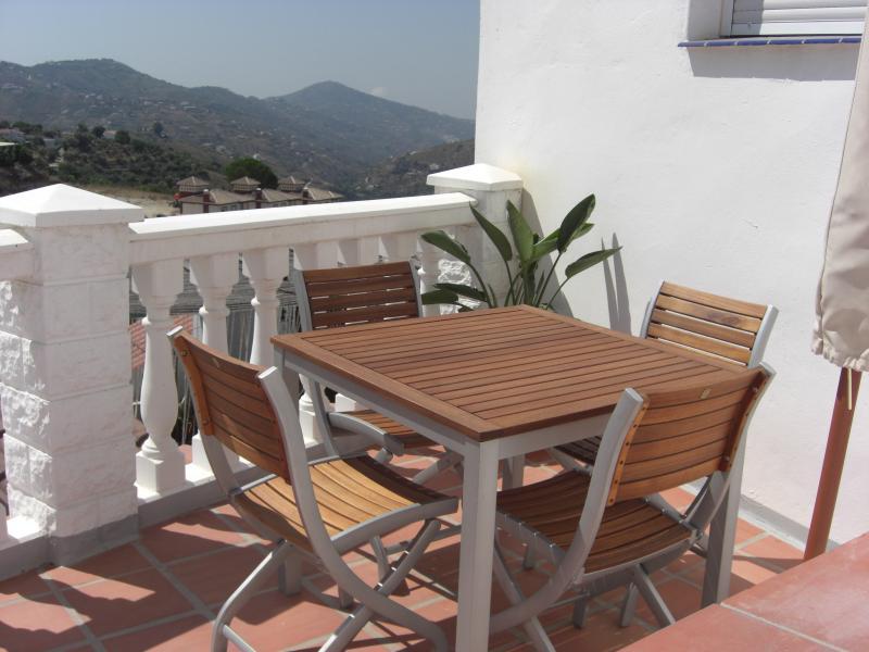 Roof terrace dining area
