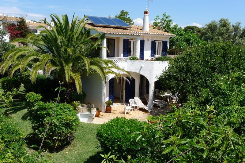 Villa y jardín