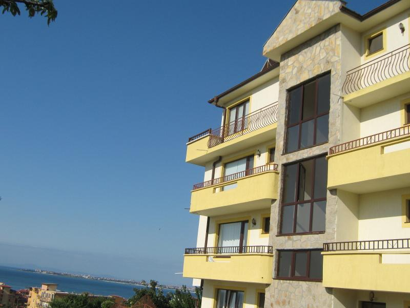 Scenic, quiet 4 beds apartment, vacation rental in Sveti Vlas