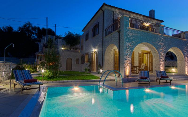 Luxo em pedra feita Villa Rubini