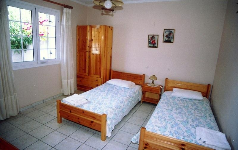 Bedroom -The 2 single bed can unite into 1 double bed without gap between them