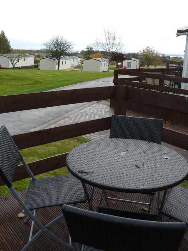 Terrazas con barbacoa y mesa de Patio
