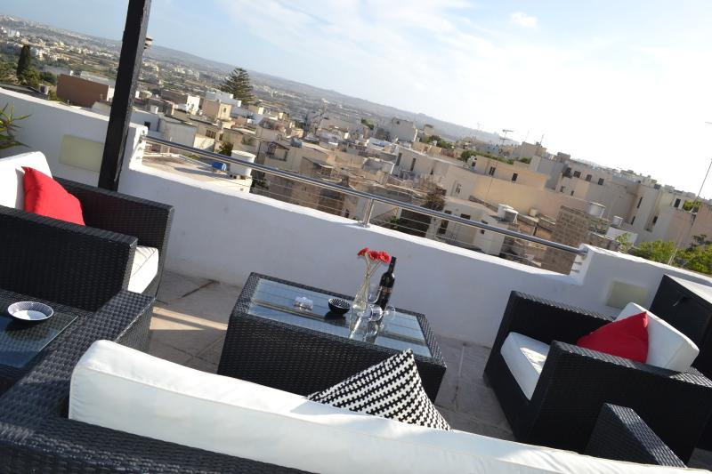 Malta luxury holiday apartment Naxxar with views. Ideal for wedding visits, vacation rental in Bahar ic-Caghaq