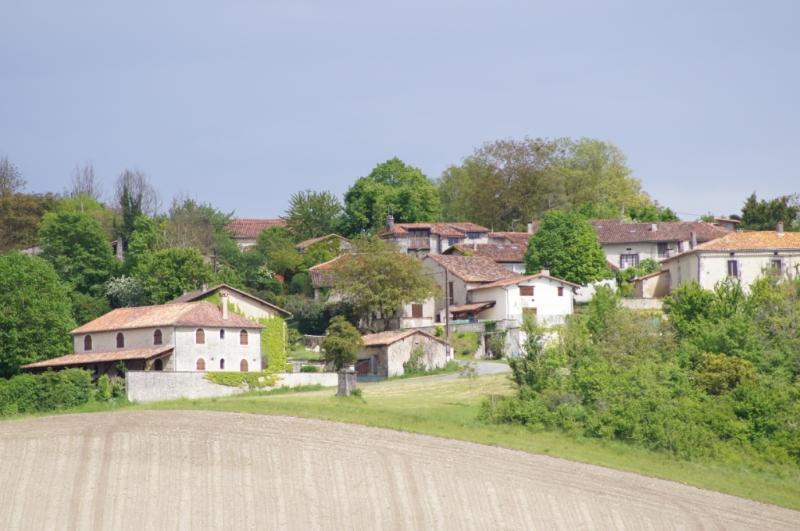 In der Sonne aalen, ist La Lande ein bezauberndes oberen Hügel-Dorf mit einmalig Ansichten.