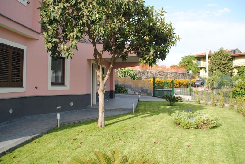 Holidays villa Etna Taormina, holiday rental in Gravina di Catania