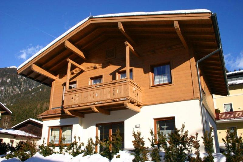 Chalet with 3 floors and bedrooms that open up onto balconies with stunning panoramic views
