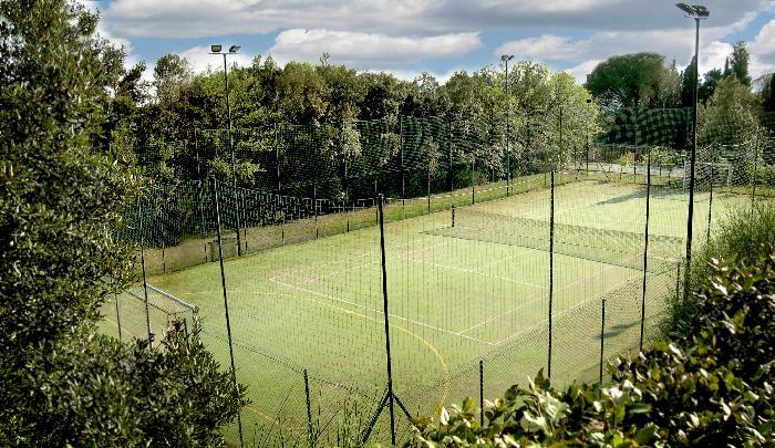 Tennis court yard
