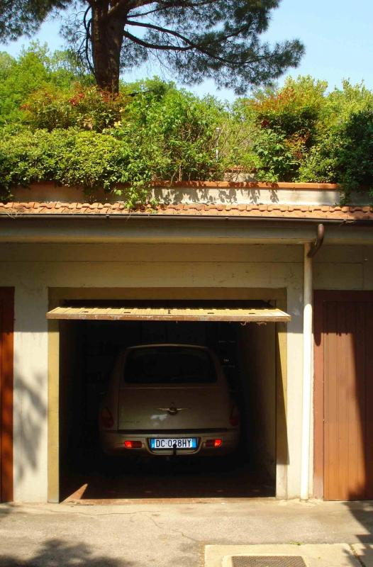 Ample independent garage without limitations