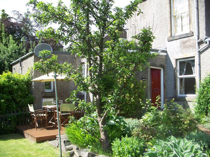 Beautiful garden apartment in traditional Scottish village