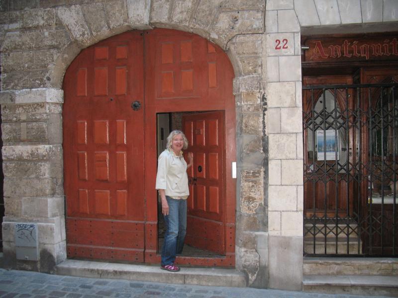 Entrez la porte orange à un bâtiment du début du XVIIIe siècle