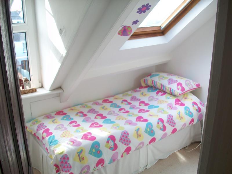 Top floor back bedroom single