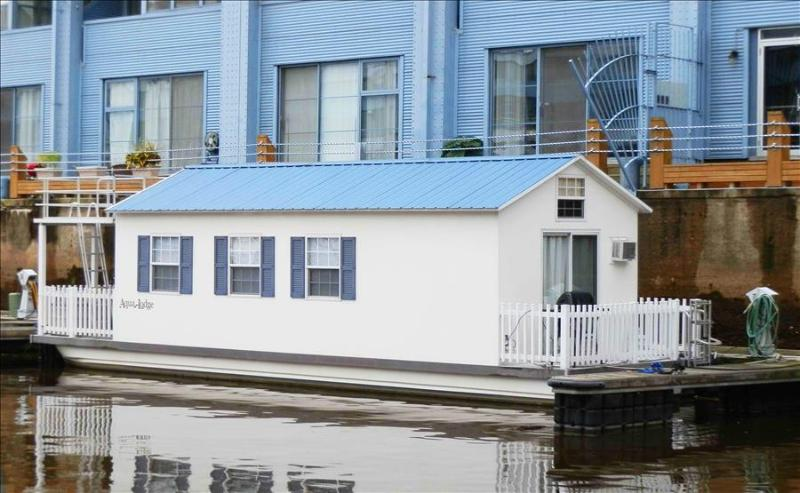 Houseboat Pisces: Tiny House Living In a Big City! UPDATED 2019