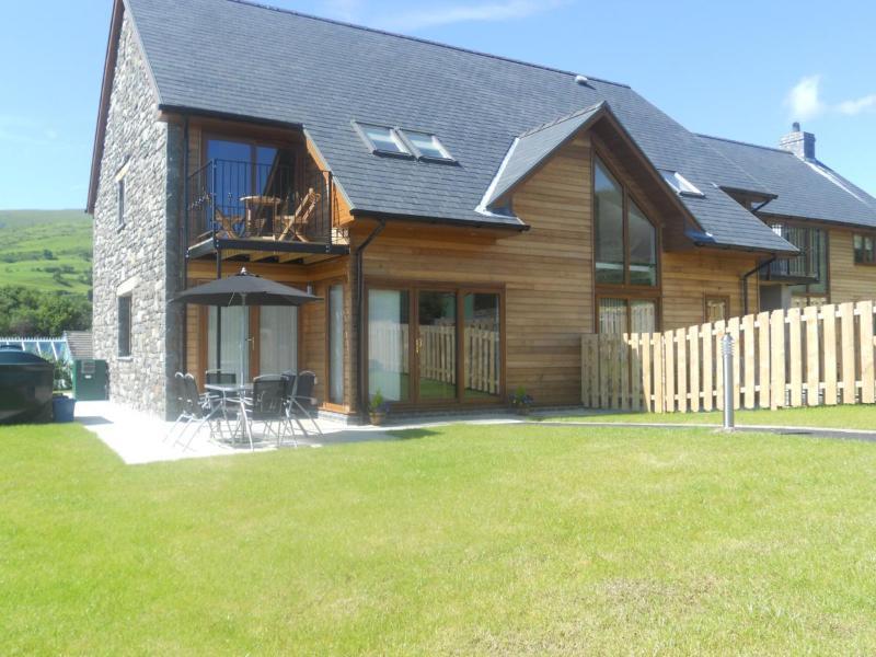 Ty Talcen - pretty location in  Snowdonia- 54035, holiday rental in Corris
