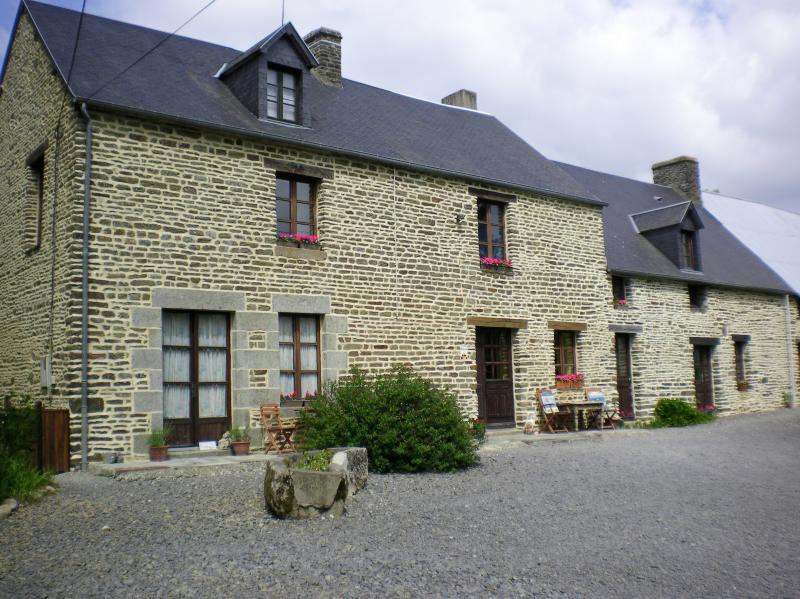 La Petite Ferme 16 th Century  Farmhouse Bay of Mont St Michel
