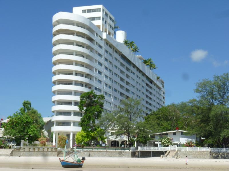 L'immeuble avec accès direct sur la plage
