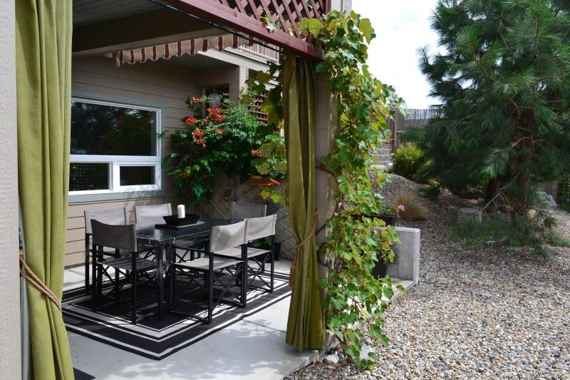 Poolside Retreat Suite med egen ingång med terrass som leder till pool