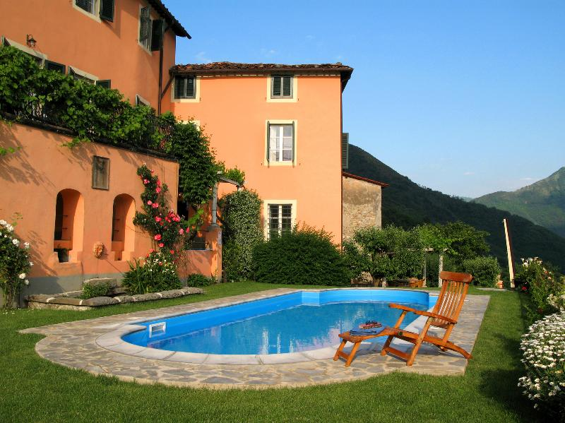 Beautiful Tuscan Villa, stunning views, outdoor pool, holiday rental in Lucca