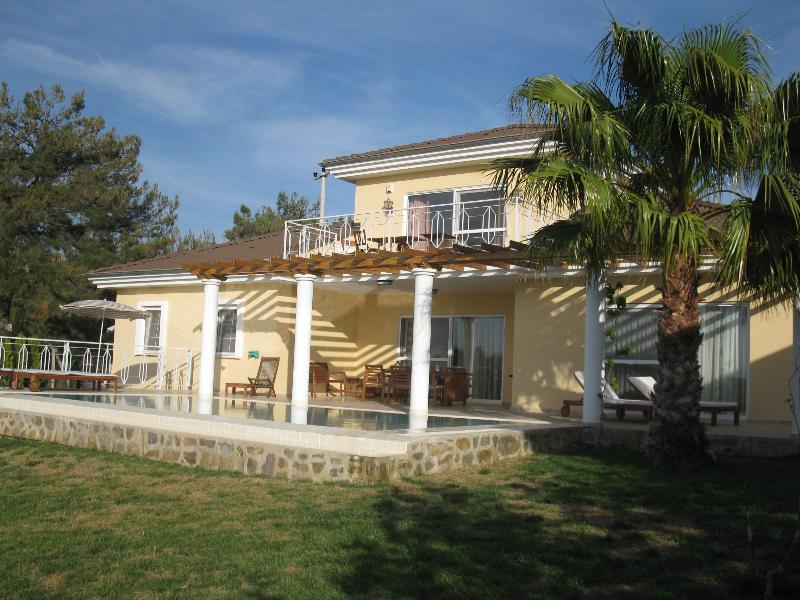villa with private swimmingpool and beautifull garden