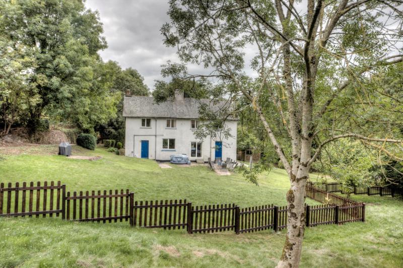 Badger Cottage & Garden